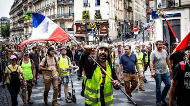 Mens antallet af gule veste i de franske gader falder lørdag efter lørdag – i sidste weekend blev det kun til knap 6.000 demonstranter ifølge det franske indenrigsministerium – giver de nye tal altså demonstranterne ret i mange af deres kampråb.