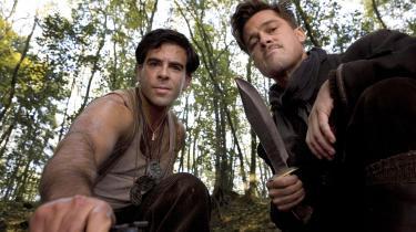 Hitler og nazitoppen brænder ihjel i en parisisk biograf i Quentin Tarantinos sjette film, 'Inglourious Basterds', som frækt insisterer på at skrive sin helt egen verdenshistorie
