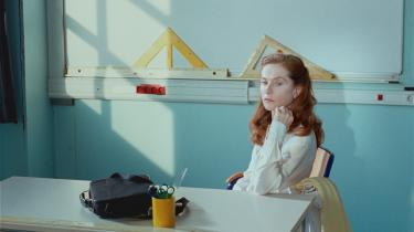 Komedien  'Madame Hyde' med Isabelle Huppert vises som månedens film  i Cinemateket. Den er langt fra at være et højdepunkt i den store franske skuespillerindes karriere, men viser dog, hvor stor en forskel en fremragende skuespiller kan gøre for en film med et rodet plot