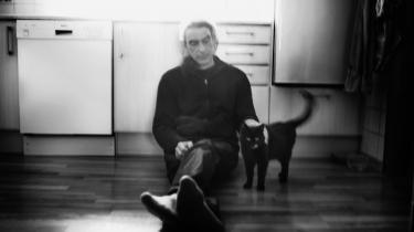 Simon Grotrian blev 57 år gammel og nåede siden sin debut i 1987 at udgivemere end 40 poetiske værker, både digtsamlinger, salmer og bønnetekster.