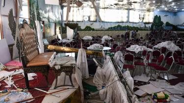 83 dræbte og flere end 180 sårede var resultatet, da en mand tilknyttet Islamisk Stat lørdag aften sprængte sig selv i luften til et bryllup i Kabul med 1.200 gæster.