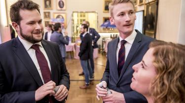 Dansk Folkepartis PeterKofod og Anders Vistisenpå Christiansborg under europaparlamentsvalget tidligere i år. Peter Kofedhar understreget det problematiske i, at Europa- Parlamentet søger at sikre demokratiske principper i EU's medlemsstater, mens de ikke evner at sikre repræsentativitet i eget kammer.