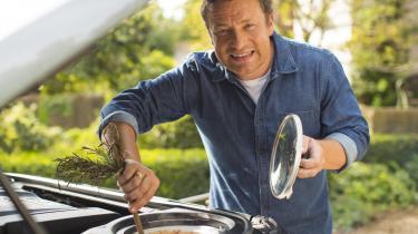 Historisk set har den britiske madkultur altid været stærkt påvirket af kolonierne i Nordafrika og Fjernøsten. Men i 90'erne introducerede en ung, sexet mand fra Essex det europæiske køkken for briterne. Jamie Oliver ændrede deres hverdagsmad og introducerede middelhavsingredienser, der med et 'no deal'-Brexit snart kan blive sværere at få fat på.