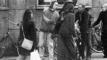 Det skabte megen debat om etiske hensyn, kunst og journalistik, da forfatteren Claus Bech Nielsen i 2001 smed mellemnavnet og gik undercover, som hjemløs. Forfatteren levede på gaden og udgav sig for at have et hukommelsestab, for at rapportere fra velfærdsstatens skyggeside.