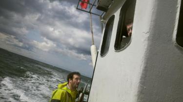 Danmarks eneste tilbageværende kystfiskersamfund føler sig truet på sit levebrød af store hollandske skibe. De ødelægger miljøet og tager vores fisk, siger fiskerne i Thorupstrand. Vi holder os til reglerne, svarer hollænderne