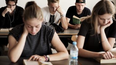 Dion Rüsselbæk Hansen, Lene Larsen og Michael Paulsens bogkan anbefales til landets mange pædagogikumstuderende, men såmænd også til opvakte gymnasieelever, så de kan få et nys om, hvordan gymnasielærere reflekterer både højlydt og begrebsligt over lærergerningen.