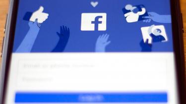 Medgrundlæggeren af Facebook, Chris Hughes, skrev i foråret et opråb i Washington Post under titlen »Det er tid til at bryde Facebook op«. Han advarer mod Facebooks markedsdominans og den kolossale magt, som følger deraf.