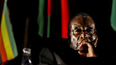 »Jeg kan ikke forestille mig, at historien vil dømme ham nådigt. Han vil primært blive husket for alle de dårligdomme, der kendetegnede sidste halvdel af hans tid ved magten, for jordkonfiskationene, valgsvindlen, volden mod politiske modstandere i Zimbabwes townships og korrumperingen af retsvæsenet,« siger Denis Norman, en hvid farmer, der var Mugabes landbrugsminister fra 1980-85
