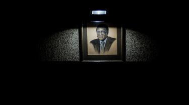 Robert Mugabe døde 6. september 2019 i en alder af 95 år. Han styrede med stadig mere autoritær hånd Zimbabwe i 37 år, inden han blev afsat i 2017.
