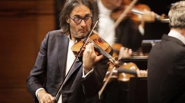 DR SymfoniOrkestrets kommende koncerter ser lovende ud ifølge Informations musikanmelder. Her ses solisten Leonidas Kavakos til en violinkoncert i august, hvor han ifølge anmelder Valdemar Lønsted »spillede intet mindre end blændende«.