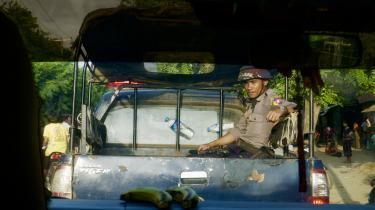 I dag er den eneste chance for at få et glimt af livet efter den etniske udrensning i Myanmar at tage på de officielt godkendte rejser, som Myanmars regering arrangerer. Det er netop, hvad Information har gjort – under stadig overvågning af militæret og regeringens agenter.