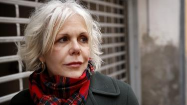 Christina Hesselholdt er en af mange forfattere, der er rystede over og kede af beslutningen om at nedlægge Rosinante & Co som et selvstændigt datterselskab. Hun ved ikke, hvad der nu skal ske med hendes forfatterskab, siger hun.