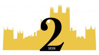 I denne uge har den hyldede britiske tv-serie, periodedramaet 'Downton Abbey', spillefilmpremiere. Information guider hver dag igennem en af tv-seriens seks sæsoner med faste nedslagspunkter, så ingen behøver være i tvivl om, hvad der har truet idyllen, eller hvem det nu er, der er døde, blevet forelskede, forladt eller narret