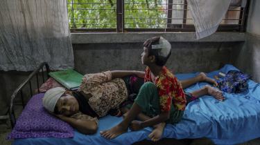 En undersøgelseskommissionen har konkluderet, at seksuelle overgreb udført af sikkerhedsstyrker var del af en »bevidst, velplanlagt strategi for at skræmme, terrorisere og straffe civilbefolkningen«. Her ofre for overgreb på et hospital i Cox's Bazar i Bangladesh.