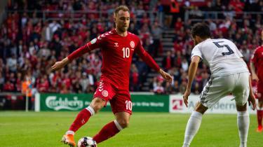 Mest bekymrende for mange tv-seere er, at man kan komme til betale ekstra for at se herrelandsholdet i fodbold. Over en million danskere vil i værste fald miste adgangen til landskampene.