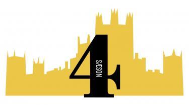 Spillefilmversionen af den hyldede britiske tv-serie, periodedramaet 'Downton Abbey', har premiere fredag. Information guider hver dag igennem en af tv-seriens seks sæsoner via et fast skema, så ingen kan være i tvivl om, hvad der har truet idyllen, hvem der er døde, forelskede, gift, forladt og narret