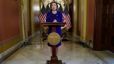 Trods internt pres i partiet har Nancy Pelosi indtil nu været tilbageholdende med at indlede forarbejdet til en rigsretssag, fordi republikanere netop sidder på flertallet i Senatet.