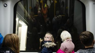 Københavns Metro åbnes på Rådhuspladsen og med på en af de første rundture i Metroringen var Mai Hofman Hansen, seks år, der stod forrest i et af togene og syntes, at det var sjovt, at de kører så stærkt.