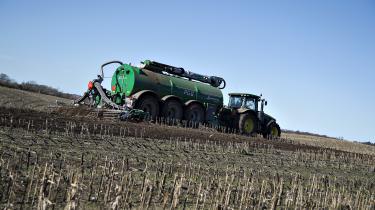 Et tiltag, som kunne have gjort meget for den danske klimaindsats, er udtagning af landbrugsjord. I et fælles udspil fra februar anbefalede de to interesseorganisationer Danmarks Naturfredningsforening og Landbrug & Fødevarer at omlægge 100.000 hektar såkaldte lavbundsjorde til skov og natur.