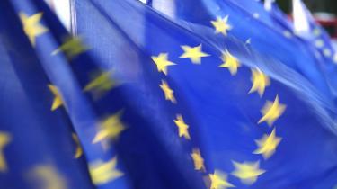 EU's forslag om en ændring af dagpengesystemet argumenteres ud fra EU's principom ligebehandling. Medlemslandene må ikke behandle borgere fra andre EU-lande anderledes end deres egne borgere, og derfor skal man have ret til understøttelse i et givent land, hvis man har optjent retten til en lignende understøttelse i et andet land.