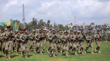Den kurdiske YPG-milits er en kamptrænet styrke på 35.000 med moderne våben, som har meddelt, at den ikke flytter sig fra det nordlige Syrien.