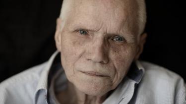 Som polioramt blev syvårige Bruno Andersen anbragt børn på Geelsgård Kostskole nord for København. Og der var ikke megen voksenkontakt: »De var meget fraværende over for os. De negligerede fuldstændig at tale med os, og der var absolut ingen følelser mellem de voksne og børnene.«