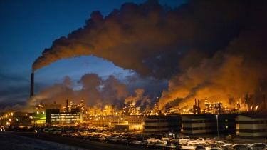 Den britiske journalist George Monbiot skriver i dette debatindlæg, at olieselskaberne er skyld i, at det er forbrugerne, som lægges til ansvar for klimakrisen, hvorimod det i virkeligheden er olieselskaberne selv.