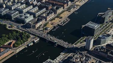 Københavns Kommune vil særligt arbejde på at få folk til at stoppe med at køre i bil for at reducere kommunens CO2-udslip. Billedet er af Københavns Havn ved Langebro.