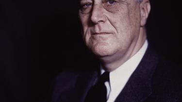 »Ingen amerikanske borgere bør have en indtægt over 25.000 dollar om året efter skat,« sagde præsident Franklin D. Roosevelt i 1942. Han foreslog en skat på 100 procent for alle årlige indkomster over 25.000 dollar, hvilket i vore dages penge svarer til godt 350.000 dollar.