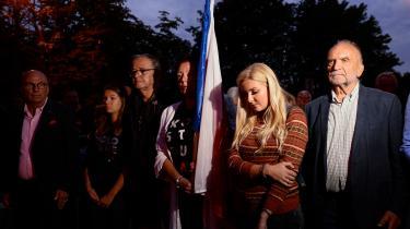 Polske borgere protesterer over de kontroversielle retsreformer foran justitsministeriet.