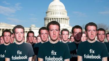 Aktivistgruppen Avaaz opstillede 100 papfigurer af Mark Zuckerberg, stifteren af Facebook, foran Kongressen i USA. Det skete i protest mod millioner af falske Facebook-brugere, der spredte misinformation.