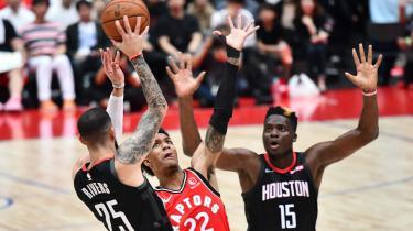 Kina har boykottet basketballholdet Houston Rockets (billedet), efter holdets general manager gav udtryk for sin støtte til Hongkongs demokratibevægelse. Blandt andet er merchandise for klubben blevet fjernet fra de kinesiske hylder, og kinesisk stats-tv har aflyst sine planlagte transmissioner af to træningskampe.