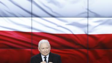 Leder af Lov og Retfærdighedspartiet (PiS), Jaroslaw Kaczýnski, taler første gang efter søndagens parlamentsvalg i Polen.