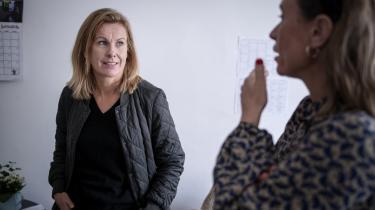 Psykiatrisk overlæge Julie Nordgaard har arbejdet i psykiatrien i over 20 år. I den periode er antallet af hjemløse psykisk syge steget, og ofte bliver de udskrevet direkte til gaden.