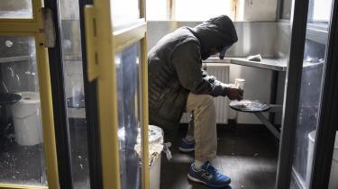Mens omkring 84.000 danskere har et »højrisikoforbrug« af stoffer, så viser opgørelser, at der kun er omkring 17.000 borgere i behandling for stofbrug.