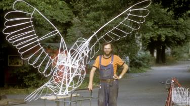 Heiner Gringmuth med en nysmedet fredsdue til en demonstratin i 1980'erne