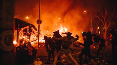 Væksten i politisk vold i lande som USA og Storbritannien bliver aktivt ansporet af demokratisk valgte ledere, hvilket er yderst foruroligende, skriver Ian Buruma i dagens klumme.