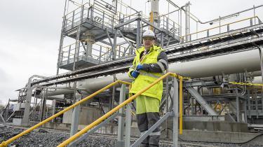 Efter voldsom kritik har den norske olie- og energiminister Kjell-Børge Freiberg trukket regeringens nationale rammeplan for vindenergi tilbage.