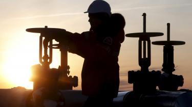 Store dele af den russiske olie- og gasproduktion bliver ramt af klimaforandringerne, fordi kravene til infrastrukturen, fra veje, jernbaner og huse til anlæg og rørledninger, ændres drastisk. Ikke mindst i lyset af den senste konsekvens af klimaforandringerne: At permafrosten i Sibirien tør op i større omfang end tidligere forventet.