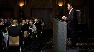 Den 29. marts 2008 holdt Anders Fogh Rasmussen hovedtalen tilBoghandlernes Gyldne Laurbær. Aftenen flyttede hegnspæle, hvad angår relationen mellem politik og litteratur.Hvis nogen troede andet – og det var der i dagene op til festen adskillige ret kendte forfattere, der gjorde i kraftfulde vredesudtryk – blev de sat på plads af talen, som overraskende for de fleste viste Fogh Rasmussen som en aldeles glimrende litterær essayist.