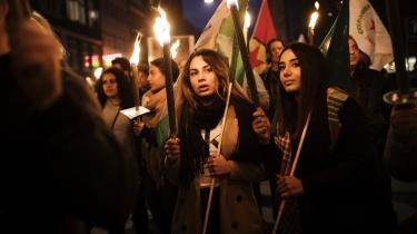 Fakkeloptog i København for ofrene i Rojava, Syrien.