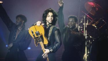 Prince' erindringsbog 'The Beautiful Ones' er netop udkommet. Selv nåede Prince kun at skrive på sit bogprojekt i tre måneder, inden han døde i en alder af 57 år.