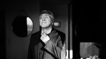»Vi skal holde op med at være naive og tro,at amerikanerne vil os det godt. Selv dafolk blev tvangsflyttet fra Thule, havde vi et venskabeligt forhold til dem. Det er da utroligt,« siger den grønlandske politiker og forfatter Aqqaluk Lynge.