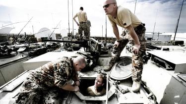 Beslutningen om at gå med i krigen i Irak blev truffet med smalt flertal, men ellers er Danmarks engagement i krige blevet besluttet med brede flertal i Folketinget.