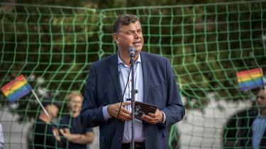 Ifølge ligestillingsminister Mogens Jensen er det et alvorligt problem, som skal håndteres via ændret lovgivning, mere viden og oplysning, at LGBT-personer har det markant dårligere især psykisk end resten af danskerne.