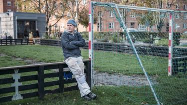 David Krogh blev fyret sidste sommer, fordi han sendte en mail til overborgmester Frank Jensen (S) med kritiske spørgsmål om et byggeprojekt, der indtil videre er seks år forsinket. Han er her fotograferet på den legeplads, som skulle renoveres som del af projektet.