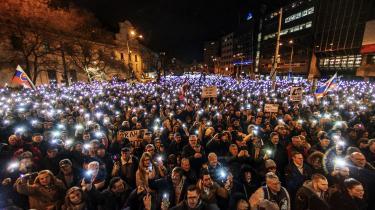 Vrede slovakker går på gaden i protest mod korruption. Oligarkers skandaler og drabet på en ung journalist har vækket civilsamfundet.