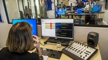 Radio4's så klarevalg om at være opbyggelig og konstruktiv, er det diametralt modsatte af den bidske og ofte sarkastiske radiostation Radio24syv, som Radio4 afløser.