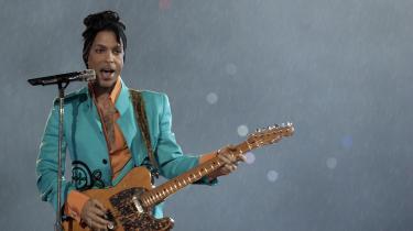 Vi er mange – skriver journalist Kristian Villesen – der ikke forstår, at der findes mennesker, som ikke kan lide hans musik – eller endnu værre: er ligeglade med den. Når folk hader Prince, tænker jeg, at det er, fordi de inderst inde godt kan høre storheden, men endnu ikke er i kontakt med de følelser, som hans musik vækker i dem. De ligeglade, derimod … man må i det mindste tage stilling til Prince. Det andet svarer jo til ikke at have en holdning til Jesus.