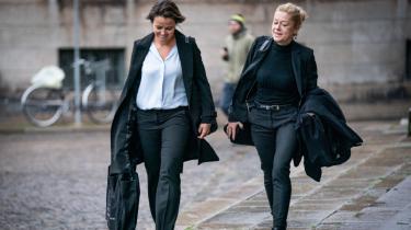 Igen nægtede Britta Nielsen at udtale sig i retten. Til gengæld gik Anklagemyndigheden i dybden med de svimlende krumspring, hun tilsyneladende har kastet sig ud i for at franarre staten 117 millioner kroner – og hvor pengene er blevet af